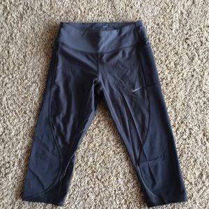 XS Dri-fit Nike gray/silver capri leggings
